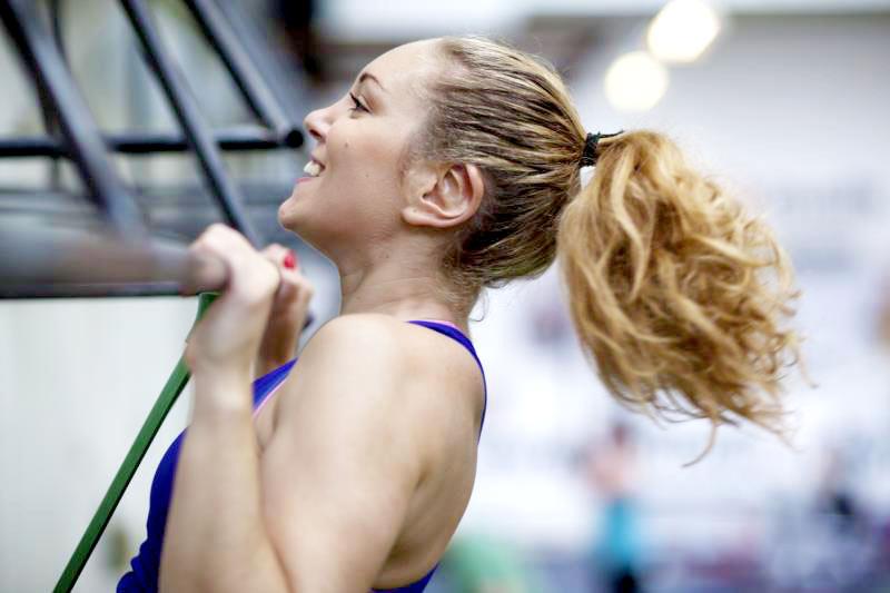Esercizi deltoidi – allenare e allargare le spalle in palestra o a casa a corpo libero